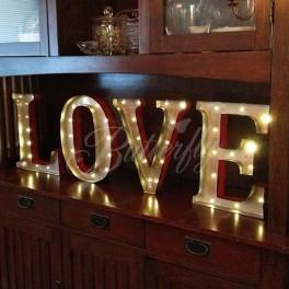 Svietiaca dekorácia Love